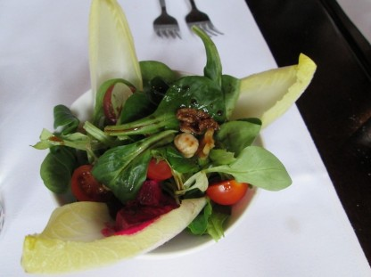 salade walnuts, edives (Amanprana)