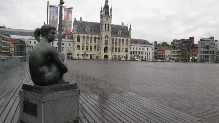 market and city hall, Sint-Niklaas