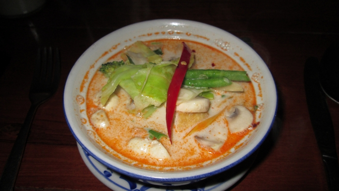 Tom Kha Tahoe phak (coconut mushroom soup), 6,95€