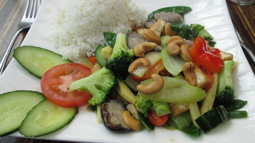Rice with vegetables, tofu and cashews, 14,40€