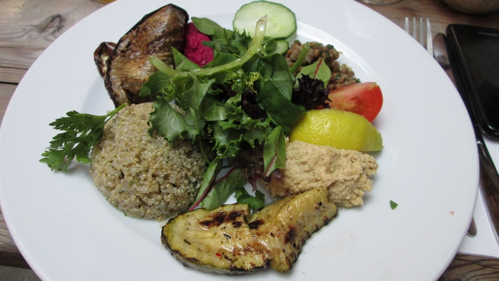 quinoa salad, with grilled zucchini and eggplant, hummus, with a caviar of red beets and lentils, 14,90€