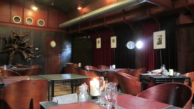 water & Vuur, Diksmuide, restaurant inside ship