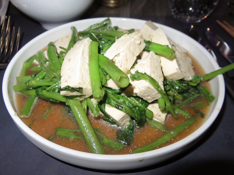 Tofu with morning glory (water spinach) and garlic, 14€