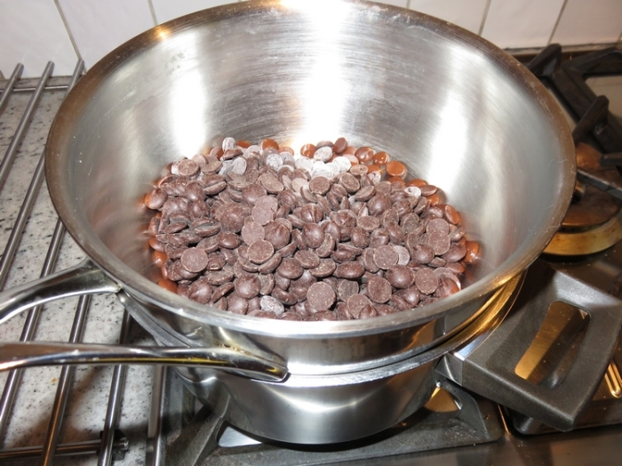 heating the chocolate chips au bain marie