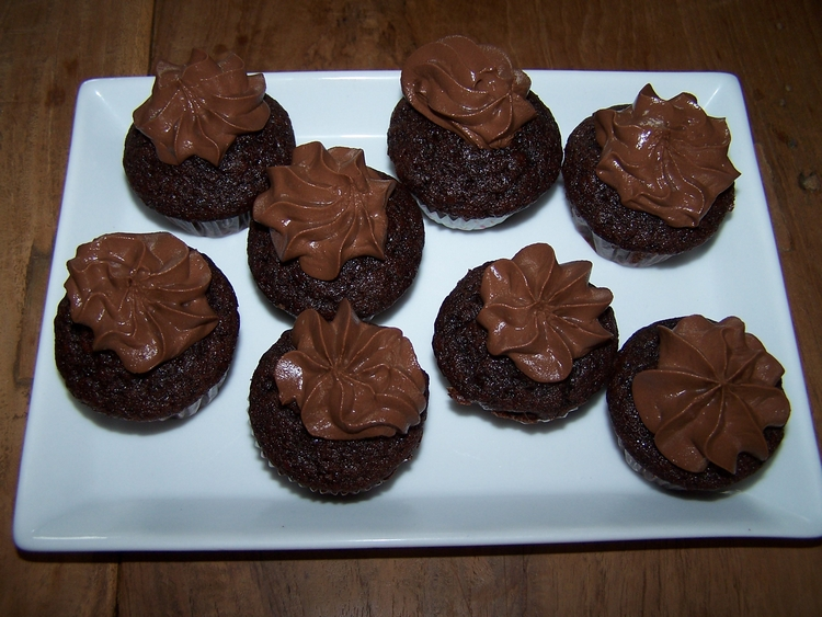 mini chocolate muffins with chocolate cream topping