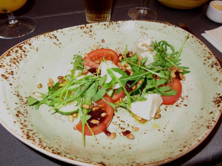 vegan sald caprese, with mozarella (vegan) & rucola, 11,50€
