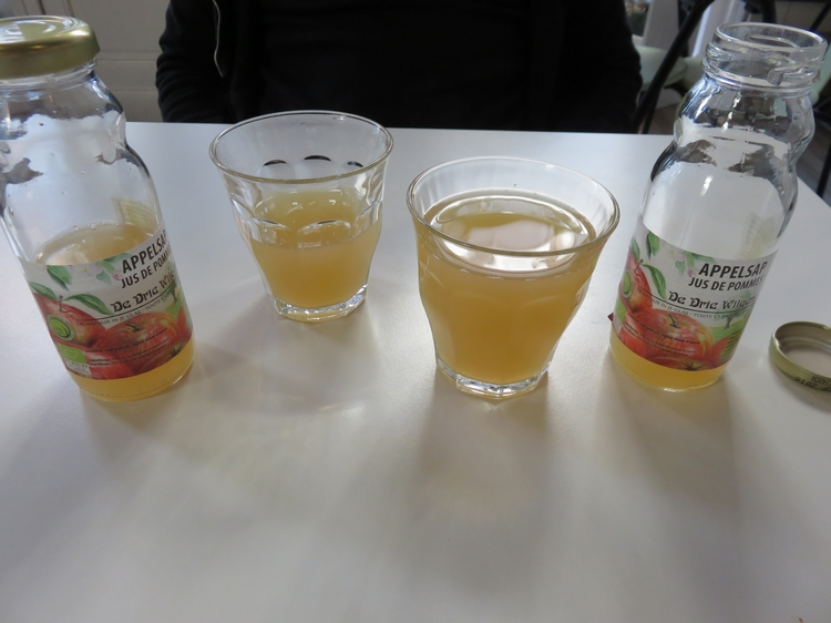 Apple juice, 2€