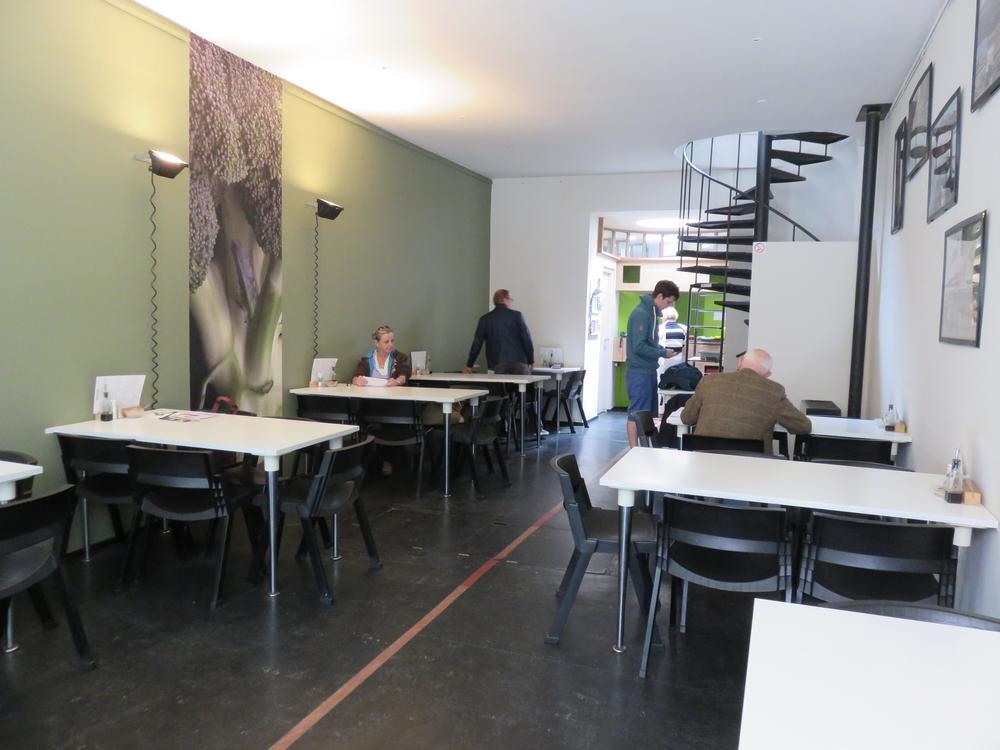 vegetarian restaurant Nectar, interior