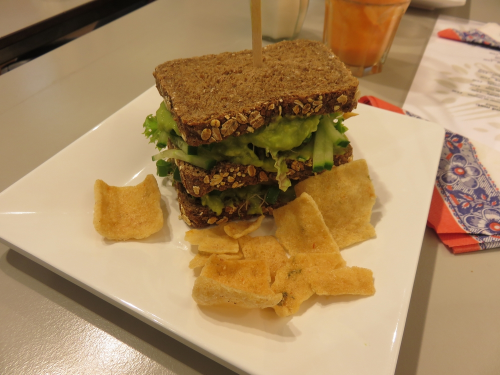 Club sandwich with Asian marinated chicken, guacamole and bean sprouts, 7€