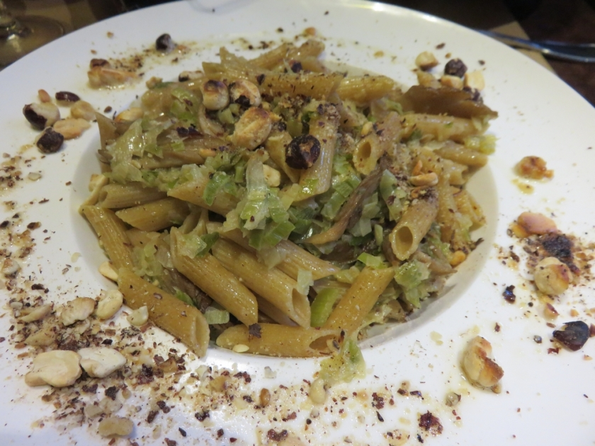whole meal penne with oyster mushrooms, leeks and grilled nuts, 14,50 €