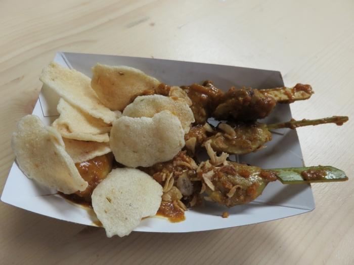 satay with peanut sauce, 6,50€ Hong's vegan catering