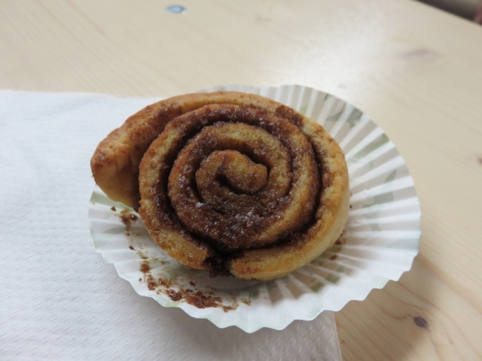 a cinnamon roll from the Veggie Snack Shack, 2€