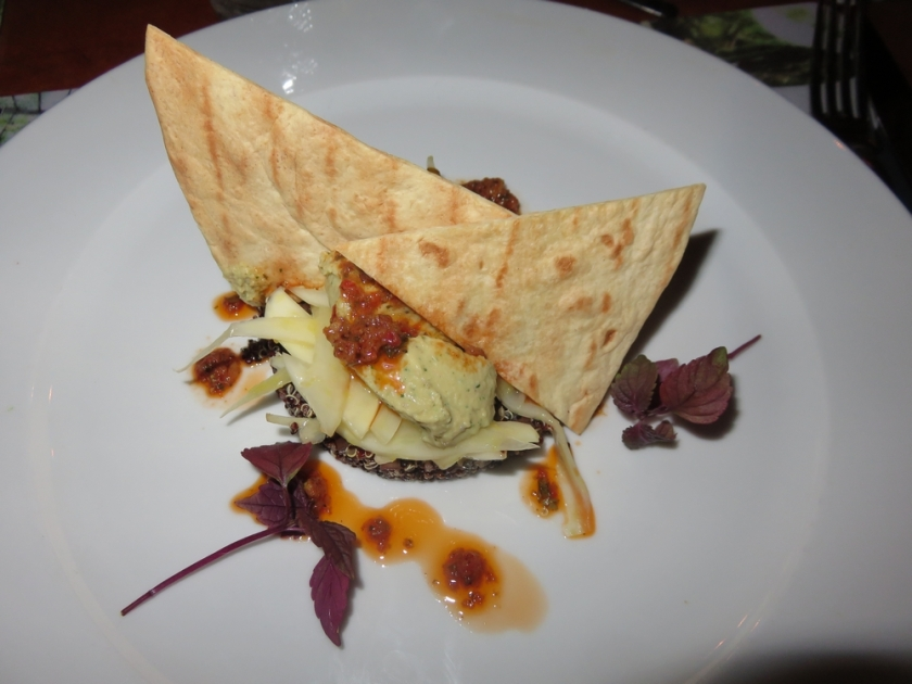 hummus, quinoa, fennel, red pesto & crackers