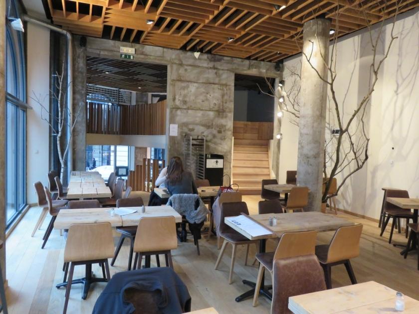vegan restaurant Moonfood, Brussels, interior