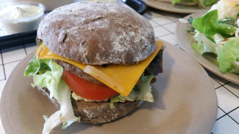 Cheezy burger, 6€