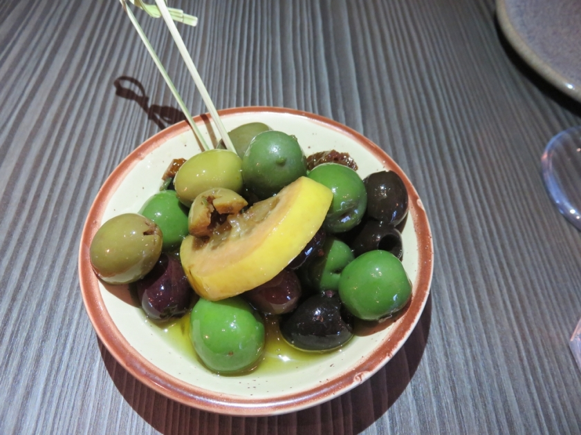 Mixed olives £3,75