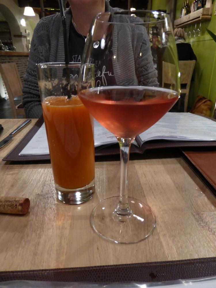 fresh vegetables juice (6€) and bio vegan rosé