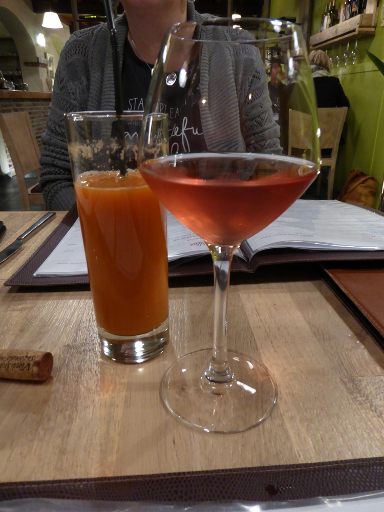 fresh vegetables juice (6€) and bio vegan rosé