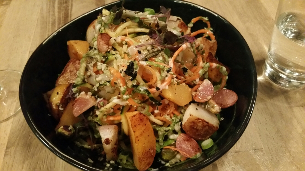 Raw vegetable noodles, spirulina pesto, vegan parmesan, turnip confit in garlic oil, 21€