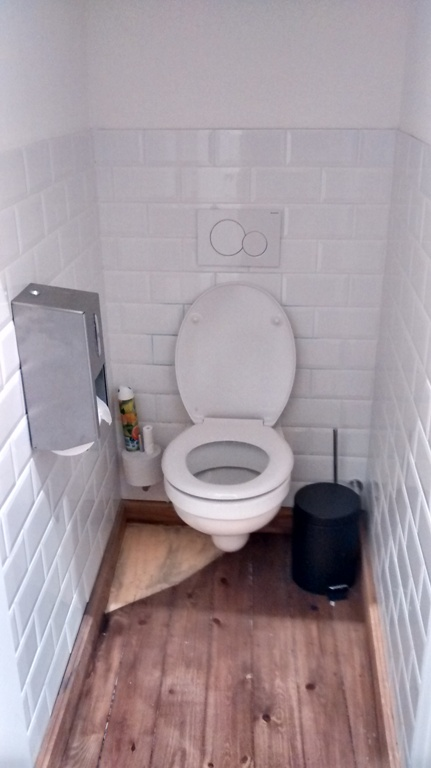 Toilet is upstairs, clean and tidy, narrow (in recent reviews, I try to include a pic of the bathroom, as it also determines the overall impression of a place)