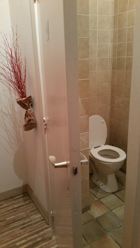 Toilets - could use some upgrading. Markies de Salade