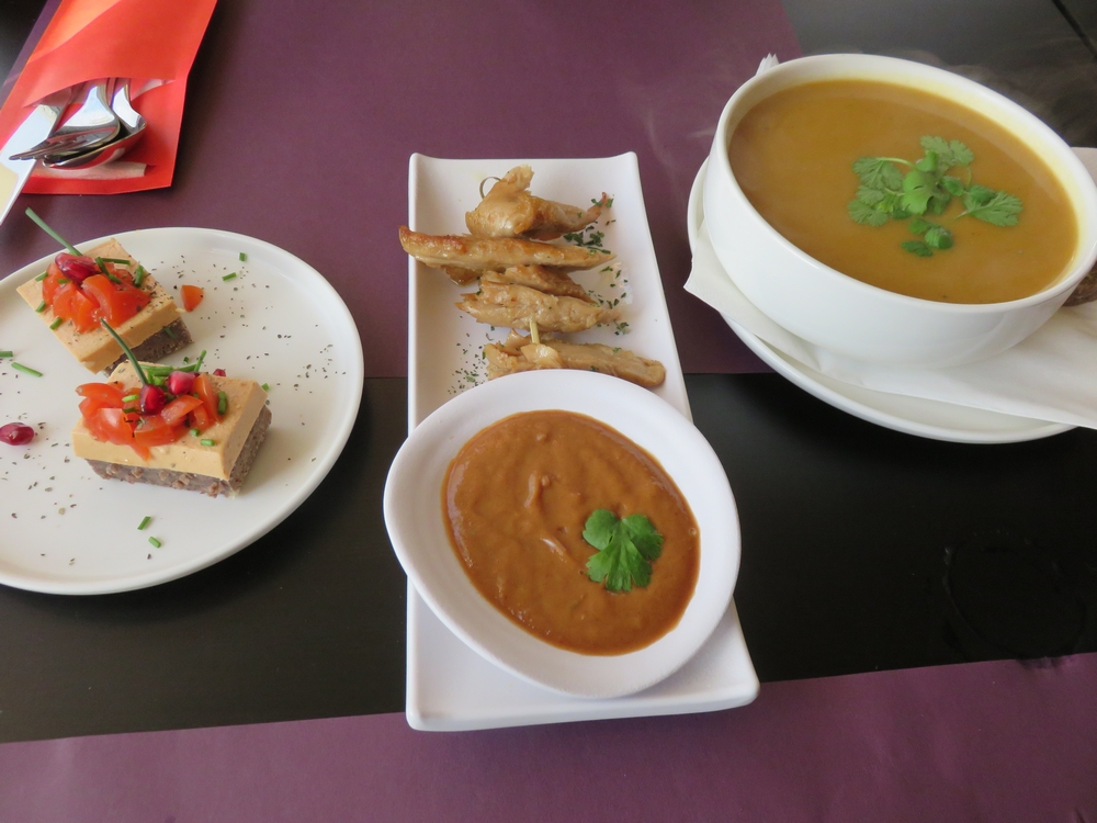 onion bread, chicken pieces with peanut sauce and pumpkin soup