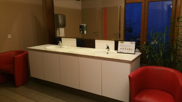 Toilets upstairs, spacious, and clean and tidy. Mykene, Louvain