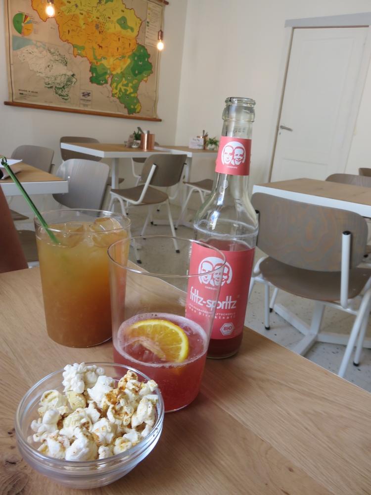 Organic apple juice and rhubarb juice (3,20€)