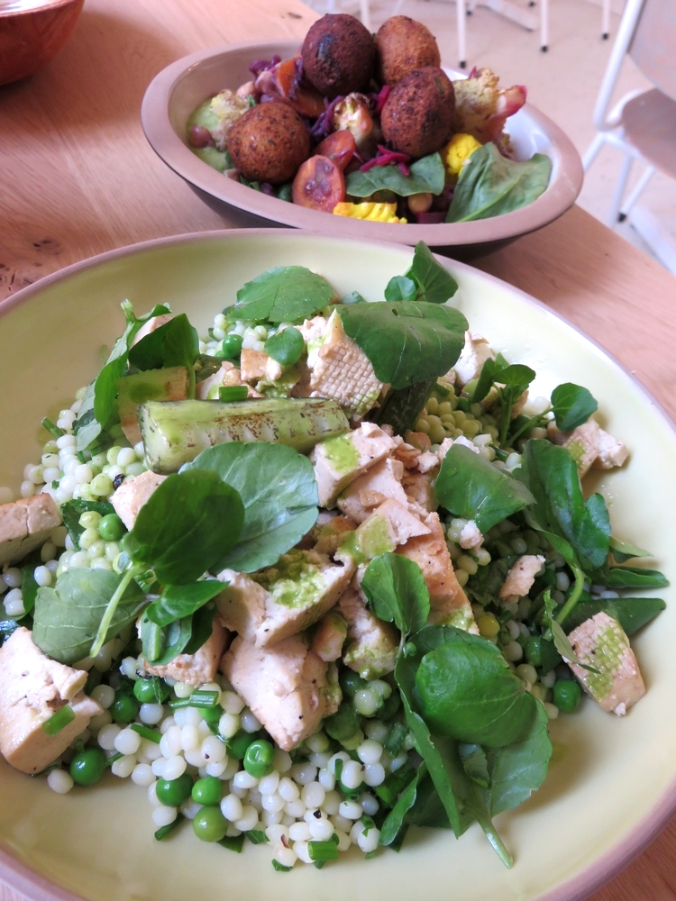 plat du jour with pearl couscous and Lebanese salad, each 14€