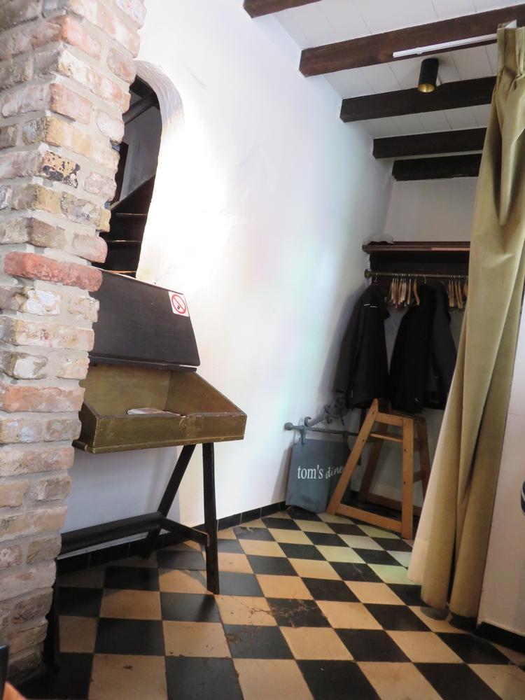 Tom's Diner, entrance, Bruges