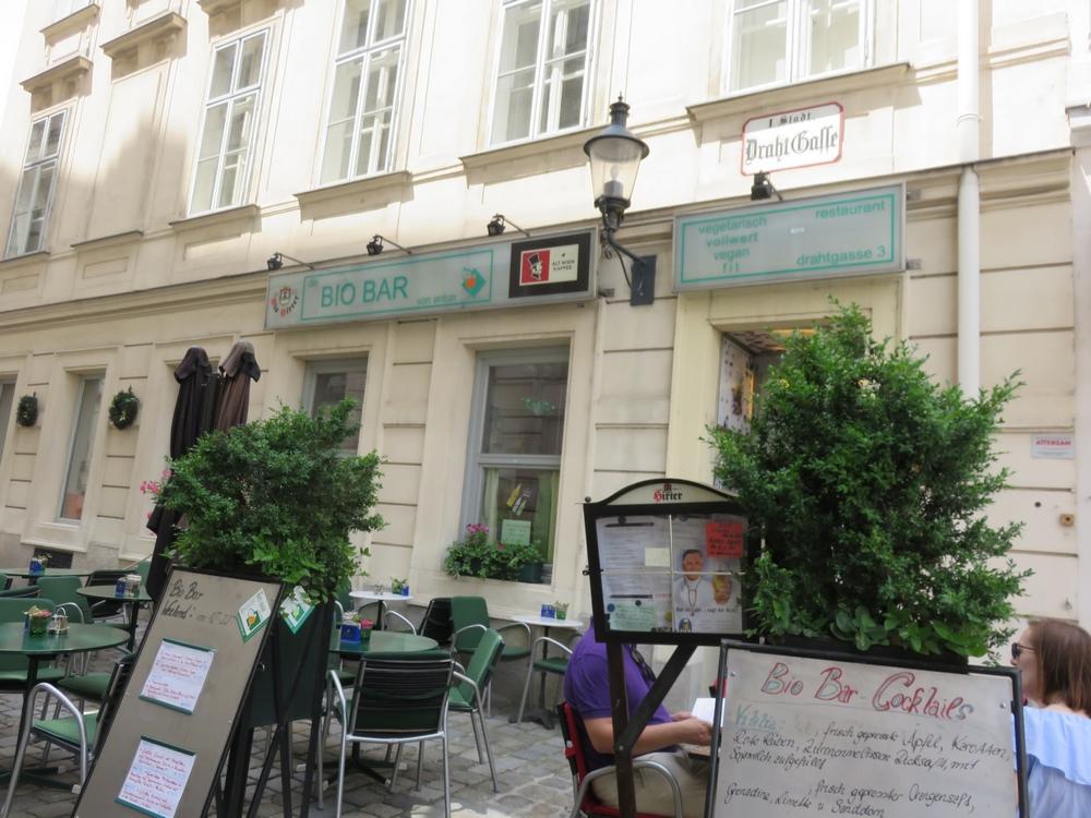 Bio Bar von Antun, terrace in front