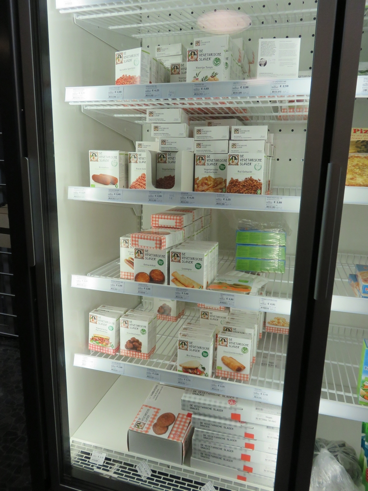 Freezer with products from De Vegetarische Slager