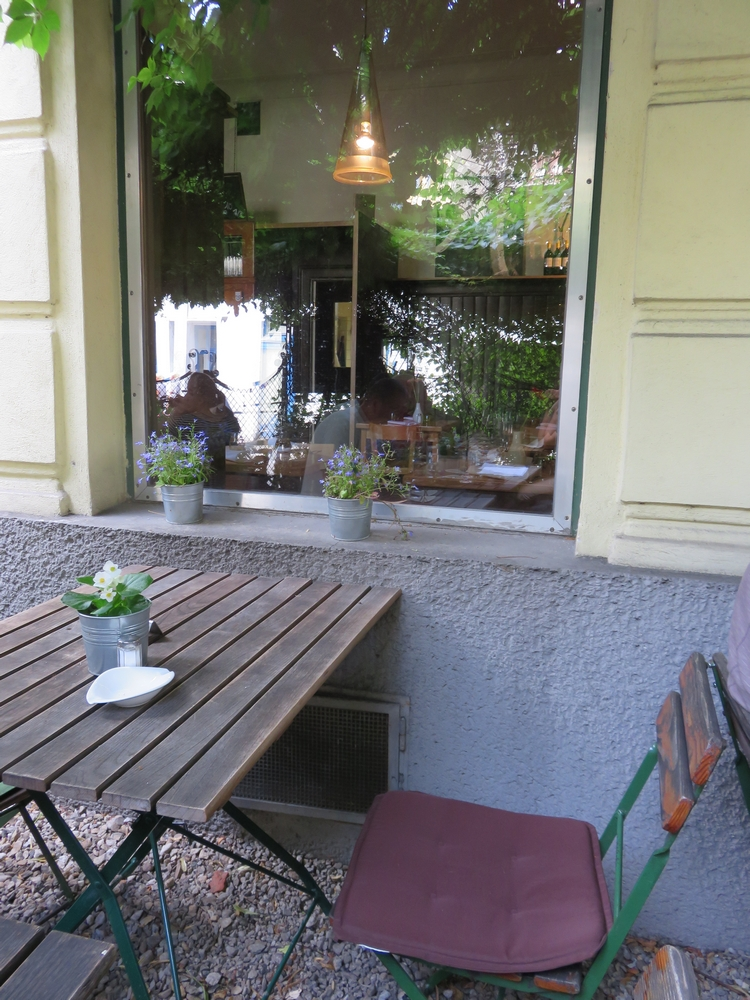 Hollerei, terrace, uncomfy chairs