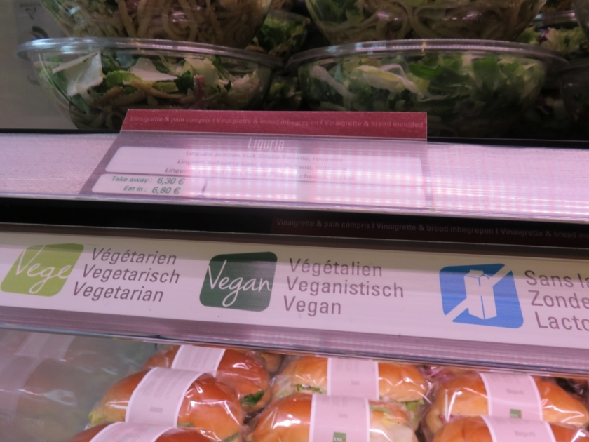 vegan options are clearly indicated, EXKi Brussesl Agora