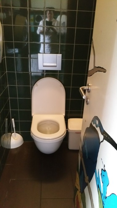toilet at Mosquito Coast, Ghent, clean and tidy