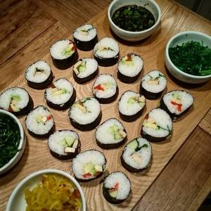Our first attempt at sushi! Yeah :-) pretty happy with how they turned out 😄😎 With wakame, glasswort, atjar and soysauce with cilantro on the side