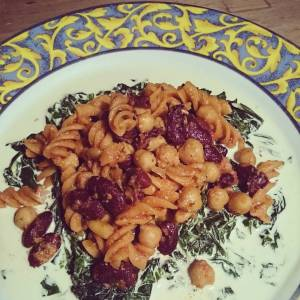 Chard with soy creme, chickpeas, kidney beans, pinenuts, and nutritional yeast in tomato sauce, with red lentil fusilli (pasta made from lentils!). Yummie 👍