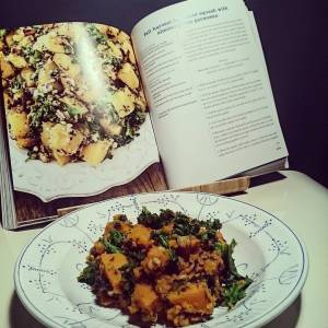 Match? What do you think? 😄 With pumpkin, kale, pecans, almonds, garlic, olive oil, nutritional yeast and parsley! Yummie! I will add some more nuts next time though. Recipe from 'Oh she Glows' #angelaliddon (didn't use butternut but uchi kuri pumpkin from my #veggarden)