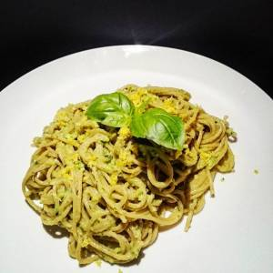 Creamy avocado pasta (avocados, lemon, garlic, basil). From 'Oh she glows' by #angelaliddon Good, and very easy to prepare!