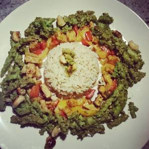 This was dinner! Romanesco broccoli, tempeh, cashews, bell peppers and rice. 🌿🌻🌿🌻🌿🌻🌿