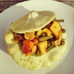 We had stuffed patisson for dinner! Straight from the garden 🌻🌿🌻 Filling with sweet potato, greenway' chick'pieces, peas and haricots, in courgette cream. #whatveganseat 🍀🍎🍀