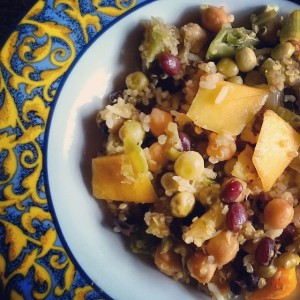 Dinnertime! Some leftovers and mixture of vegs and beans stocked in my pantry. And #mango! Spiced up with garlic, cayenne, curcuma, pepper