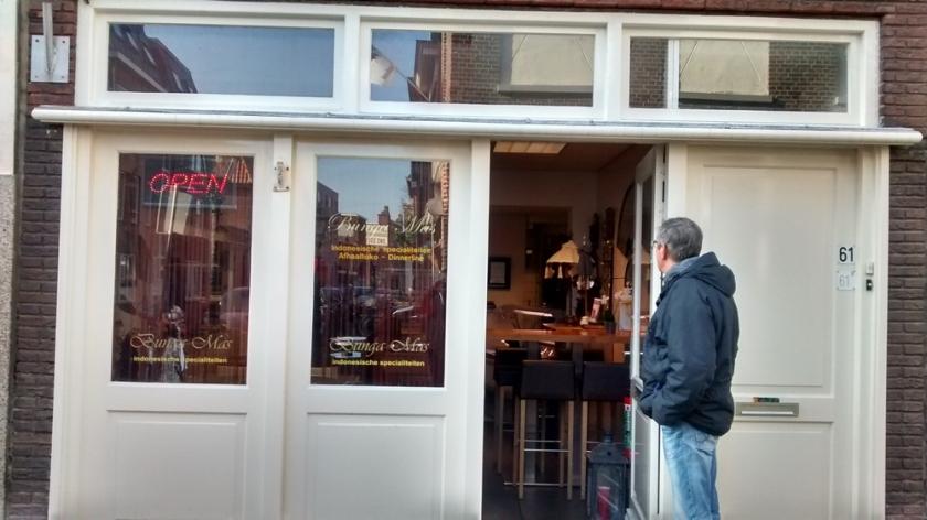 Bunga Mas, Leiden