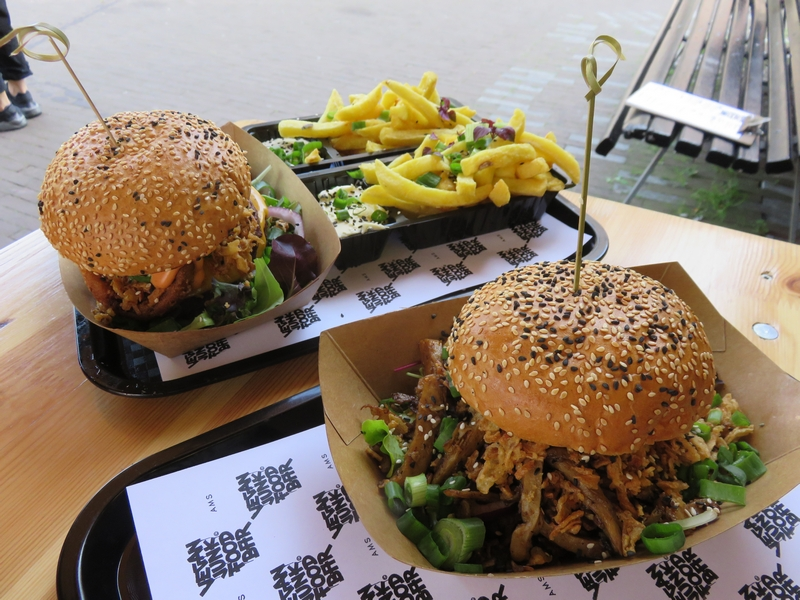 124 fancy a double burger vegan junk food bar amsterdam for Bar food vegetarian